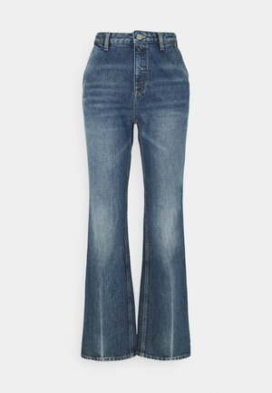 ALEXIS - Flared Jeans - mid blue crease