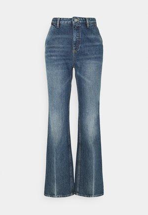 ALEXIS - Široké džíny - mid blue crease