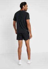 Nike Performance - M NK FLEX STRIDE SHORT 5IN BF - Träningsshorts - black/silver - 2