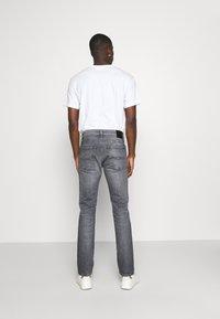 Tommy Jeans - SCANTON SLIM - Slim fit -farkut - midnight grey - 2