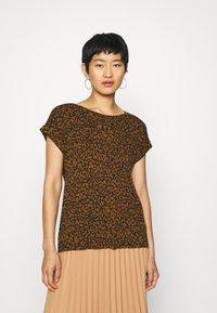 Soyaconcept - SC-KRISTA 2 - Print T-shirt - brown - 0