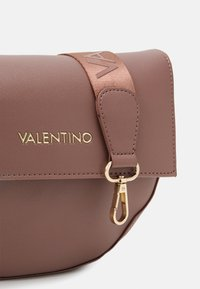 Valentino by Mario Valentino - BIGS - Skulderveske - rosa antico - 3