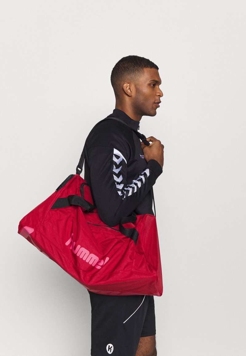Hummel - CORE SPORTS BAG - Urheilukassi - biking red/raspberry sorbet