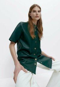 Uterqüe - Leather jacket - green - 4