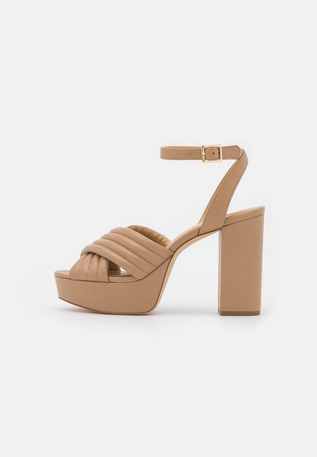 ROYCE PLATFORM - Sandalen met plateauzool - camel