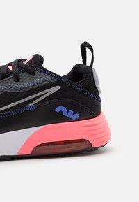 Nike Sportswear - AIR MAX 2090 UNISEX - Sneakers basse - black/metallic silver/sunset pulse/sapphire - 5