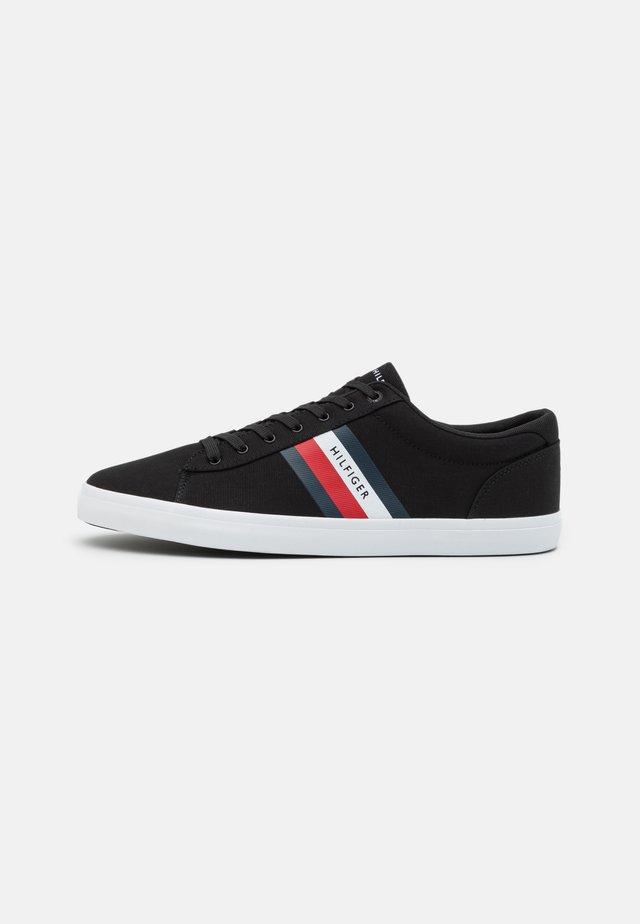 ESSENTIAL STRIPES DETAIL - Sneakers basse - black