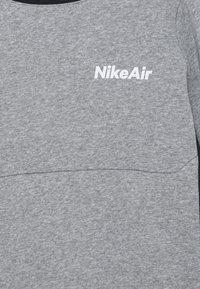 Nike Sportswear - AIR CREW - Mikina - dark grey heather/black - 2