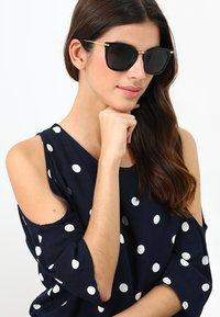 Calvin Klein - Sluneční brýle - black - 1