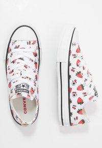 Converse - CHUCK TAYLOR ALL STAR - Sneakers laag - white/garnet - 0
