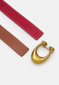 Coach - SCULPTED REVERSIBLE BELT - Pásek - saddle/red - 2