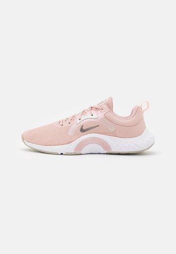 RENEW IN SEASON TR 11 - Treningssko - pink oxford/metallic pewter/pale coral/white/summit white/college grey