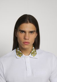 Versace Jeans Couture - Poloshirt - bianco/gold - 6