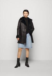STUDIO ID - CAROLINE SHEARLING COAT - Classic coat - black - 1