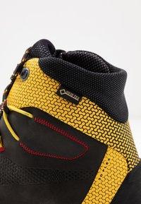 La Sportiva - TRANGO TECH GTX - Hikingsko - black/yellow - 5