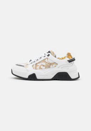 Trainers - white/gold