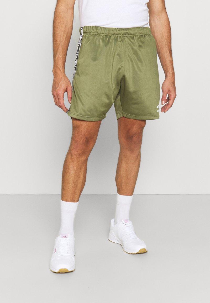 Umbro - ACTIVE STYLE TAPED TRICOT SHORT - Sports shorts - capulet/white