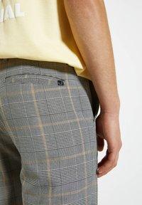 PULL&BEAR - Pantalon classique - mottled dark grey - 4