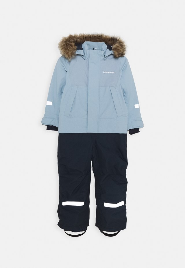 TIRIAN COVERALL - Kombinezon zimowy - cloud blue