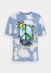 PRAY - WORLD PEACE UNISEX  - Triko spotiskem - blue/multi - 4