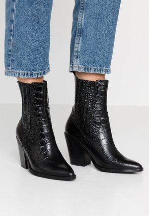 DRERISSA - Højhælede støvletter - black