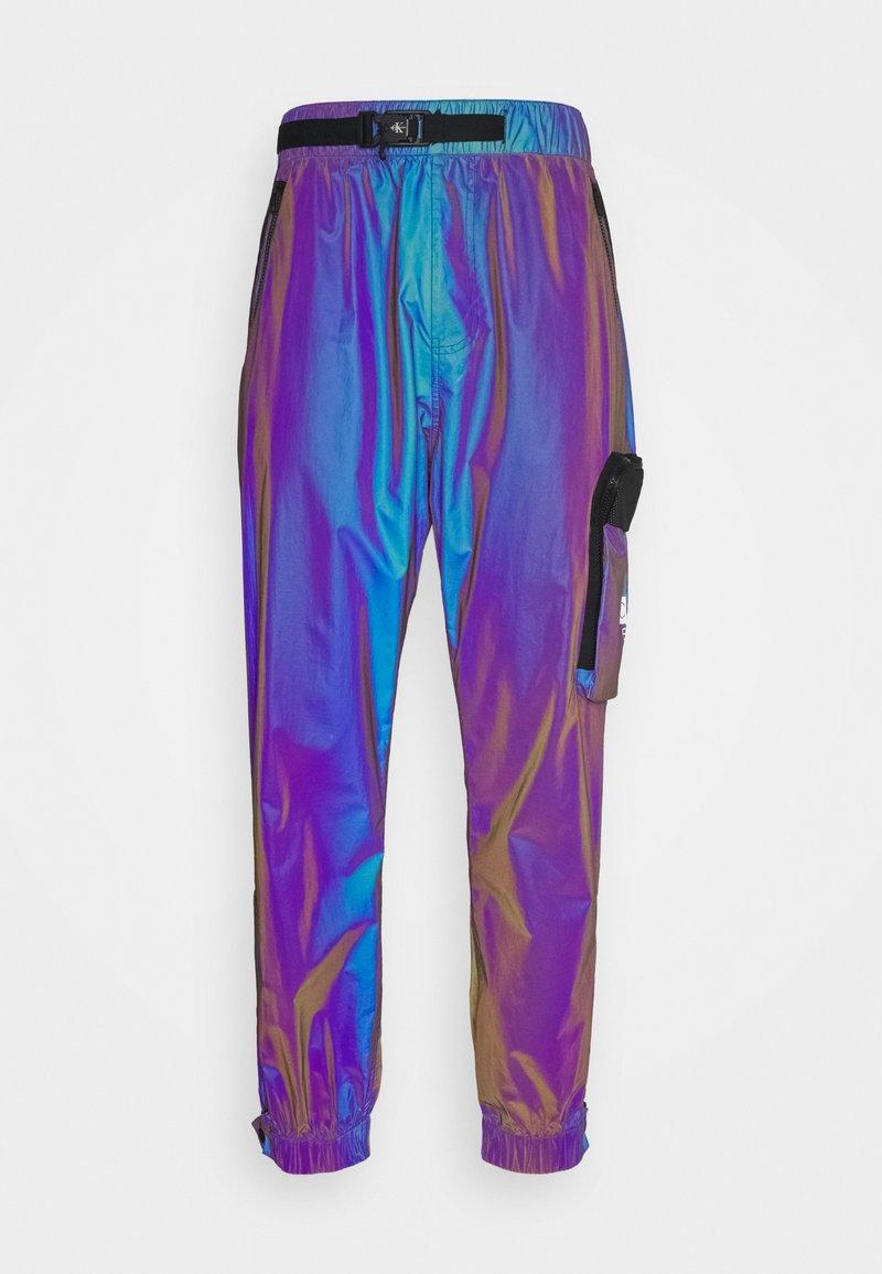 Calvin Klein Jeans - FASHION IRIDESCENT PANT - Tracksuit bottoms - purple