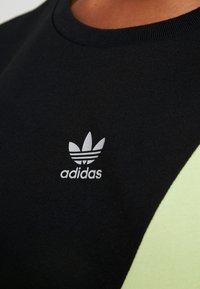 adidas Originals - COLOUR BLOCKING DESIGN BOYFRIEND TEE - T-shirt med print - black - 5