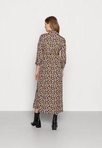 Pieces Maternity - PCMROSIA - Košilové šaty - black/dewberry - 2