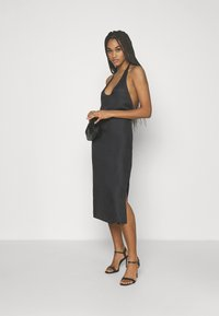 NU-IN - DEEP BACK HALTERNECK MIDI DRESS - Cocktail dress / Party dress - black - 1