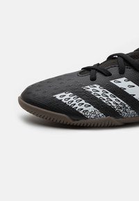 adidas Performance - PREDATOR FREAK .3 IN UNISEX - Indoor football boots - core black/footwear white - 5
