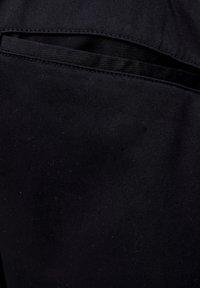 PULL&BEAR - Spodnie treningowe - mottled black - 4
