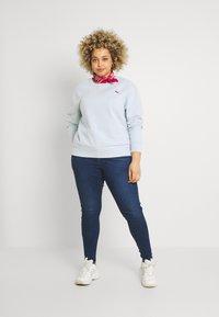 Levi's® Plus - STANDARD CREW - Sweatshirt - plein air - 1