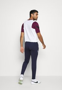 Nike Performance - FRANKREICH FFF DRY PANT - Article de supporter - blackened blue/white/university red - 2