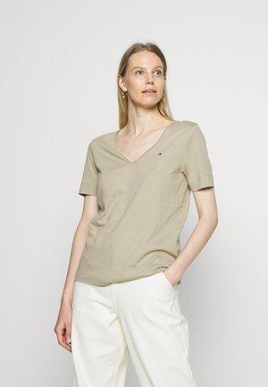 CLASSIC  - T-shirts - surplus khaki