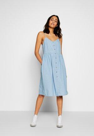 CHAMBRAY STRAP DRESS - Denim dress - light indigo