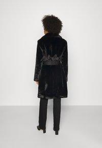 Guess - NEW SHELLY COAT - Classic coat - jet black - 2