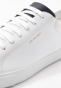 Jim Rickey - CHOP  - Sneakersy niskie - white/navy - 5