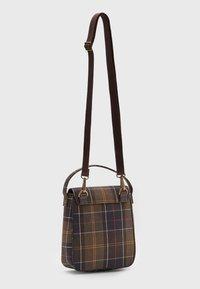 Barbour - CALAN TOTE - Across body bag - classic tartan - 1