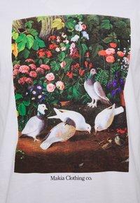 Makia - PIGEONS - Printtipaita - white - 2