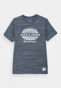 Jack & Jones Junior - JJGRAPHICMELANGE TEE CREW NECK - T-Shirt print - navy peony - 0