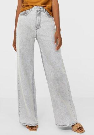 EXTRA WEITEM BEIN - Straight leg jeans - grey