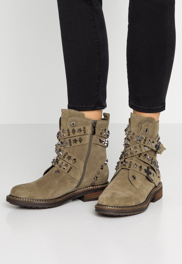 Botines camperos - taupe