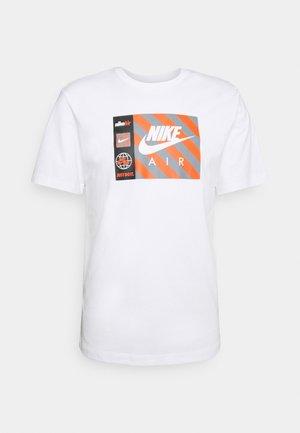 TEE BY AIR  - Camiseta estampada - white