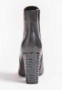 Guess - LARIAH - Korte laarzen - schwarz - 3