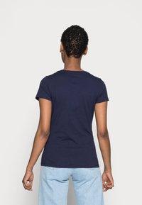 GAP - TEE - Camiseta estampada - navy uniform - 2