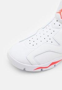 Jordan - 6 RETRO LITTLE FLEX UNISEX - Basketball shoes - white/infrared 23/black - 5