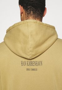 Han Kjøbenhavn - ARTWORK HOODIE - Hoodie - faded tan - 5