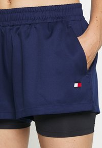 Tommy Hilfiger - SHORT 2-IN-1 - Sports shorts - blue - 4