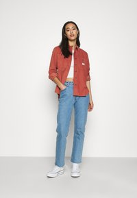 Lee - FEMININE WORKER - Button-down blouse - burnt ocra - 1