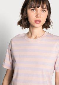 ARKET - Camiseta estampada - pink/purple - 3